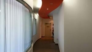 מסדרון למשרדים