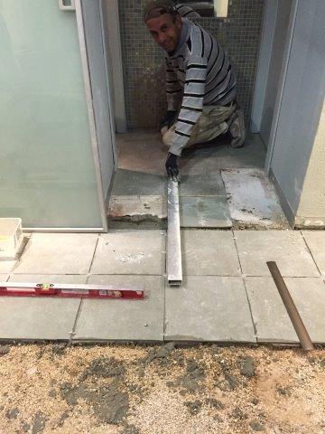 התקנת רצפה במחלבות גד