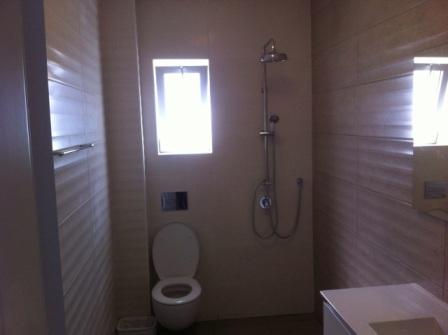שירותים ומקלחת לאחר שיפוץ