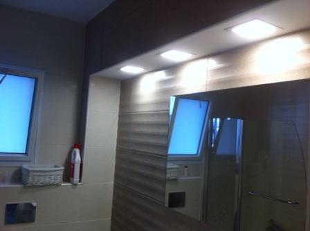 תאורת חדר האמבטיה לאחר שיפוץ